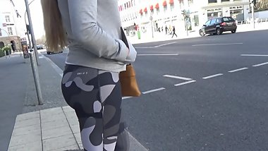 Candid Big Booty - Young Teen in Super Tight Leggings