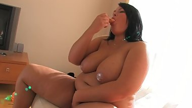 fatty amelia masturbating with ice cream