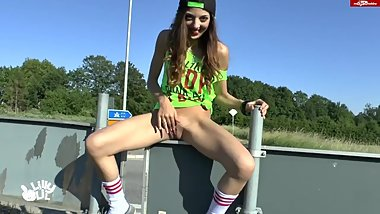 Teen SQUIRTS in PUBLIC!