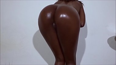 OILY BUBBLE BUTT - sexy ebony babe twerking on cock