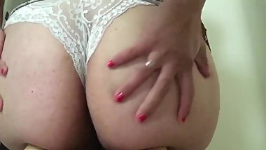 Young Milf Twerking and Loud Moaning on Snapchat